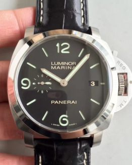Panerai Luminor Marina green marks
